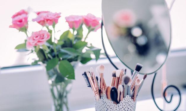 Derfor er et makeupbord et MUST-HAVE møbel for alle kvinder De travle morgener
